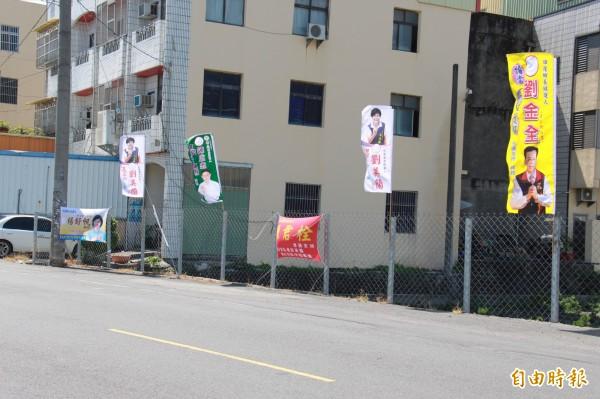 田尾鄉長補選,各候選人紛紛掛出競選旗幟。(記者陳冠備攝)