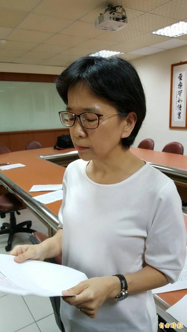 新竹地院審判長魏瑞紅對外說明宣判結果。(記者蔡彰盛攝)