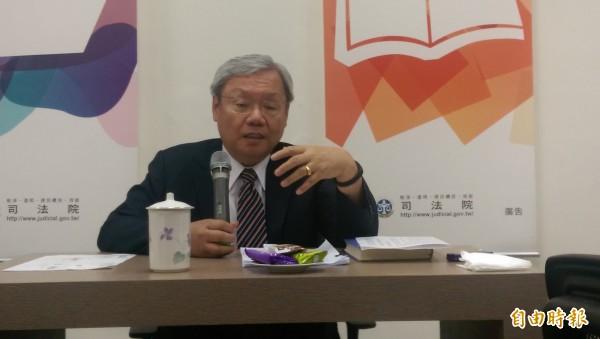 司法院副院長蘇永欽開記者會公開辭職信。(記者項程鎮攝)