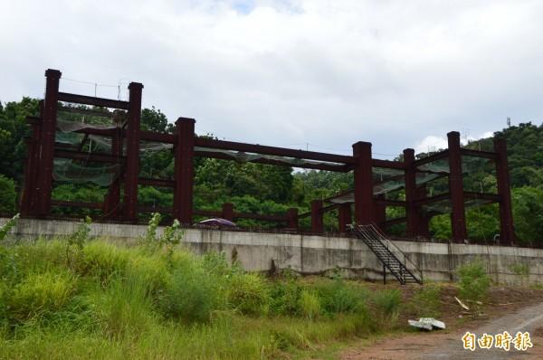 斥資至少1億200萬元,卻只換得一座廢墟。(記者張瑞楨攝)