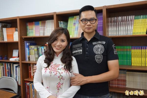 新麗美歌劇團長張芳遠(右)與阮安妮(左)。(記者曾迺強攝)