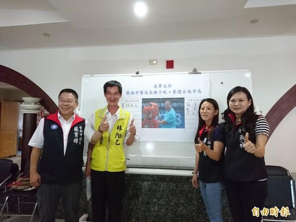 南市國民黨及無黨籍議員呼籲連署陳子敬參選市長。(記者洪瑞琴攝)