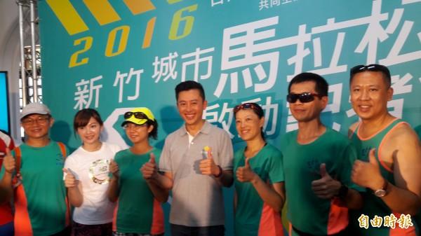 新竹城市馬拉松12月4日舉行,新竹市府提醒跑者8月3日開始報名,今年邀請體育主播簡懿佳及台積電工程師田馥剛代言,邀請跑友來新竹跑馬拉松。(記者洪美秀攝)