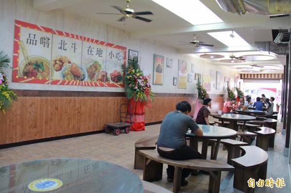 奠安宮美食區,是北斗在地小吃的集中地。(記者陳冠備攝)
