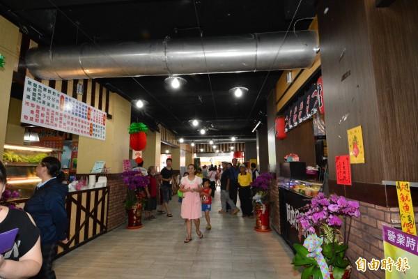 奠安宮美食區重新裝潢如百貨公司美食街。(記者陳冠備攝)