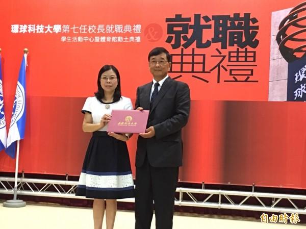 曾任教育部常務、政務次長的陳益興(右),擔任環球科技大學校長。(記者詹士弘攝)