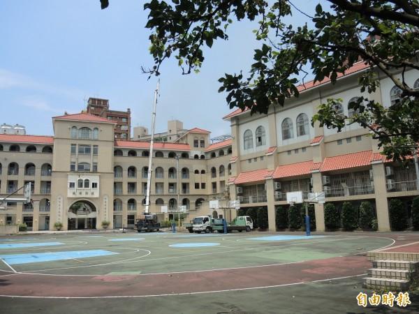 金甌女中永和分部在80年代重新整修成歐式風格校舍。(記者翁聿煌攝)