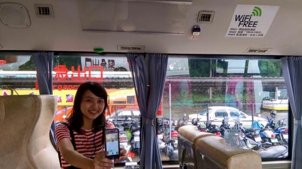 台灣好行的88路和99路公車,行駛範圍涵蓋台南公園、孔廟、海安路、水萍塭公園,賴清德推荐市民搭台南觀光公車,來一趟安全、方便又舒適的抓寶之旅。(南市府提供)