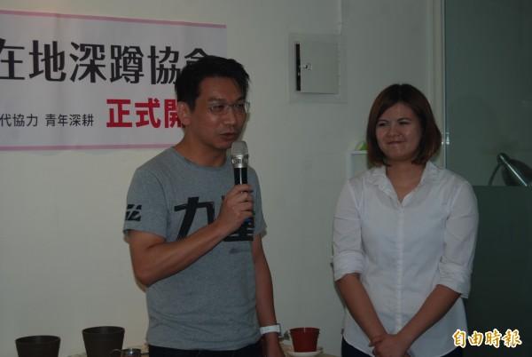 時代力量黨團總召徐永明為曾柏瑜站台。(記者張安蕎攝)