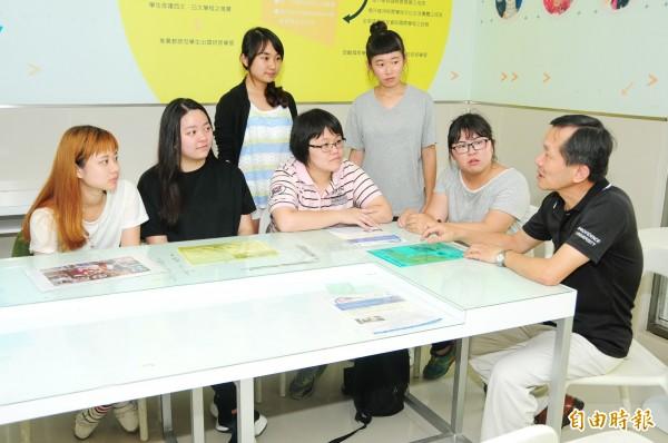 「寰宇外語學士學位學程」,主推修習24學分第二外語。(記者張軒哲攝)