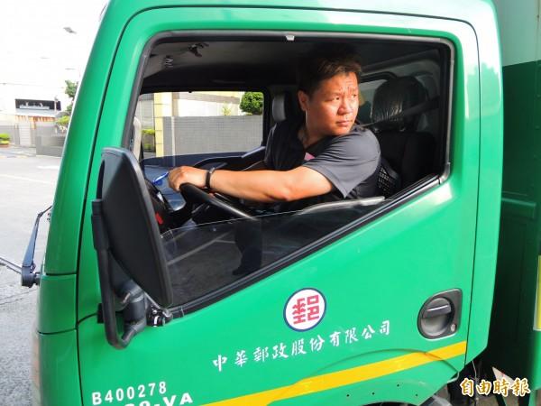 李榮庭說,當郵務士有什麼不好,我們要的是生活,先求有,再求好,千萬不要蹉跎歲月。(記者黃旭磊攝)