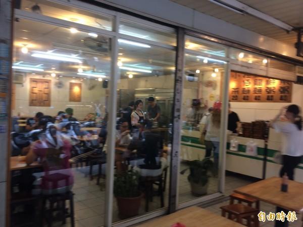 在中壢當學生的回憶,30年烏龍麵老店11月30日說再見。(記者李容萍攝)