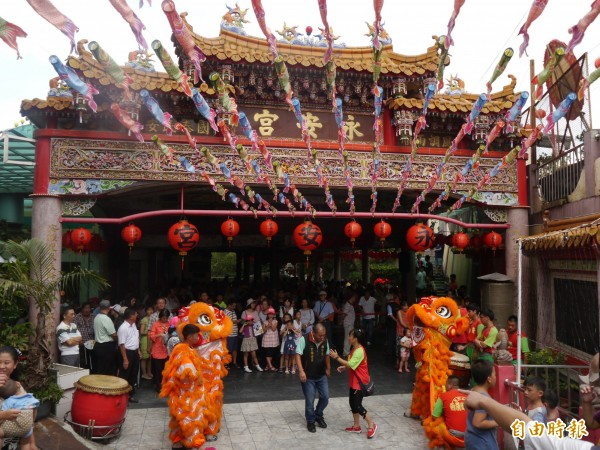永安宮舉行鯉魚伯公文化祭,熱鬧滾滾。(記者張軒哲攝)