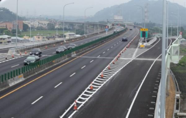 國道6號舊正交流道新增東出口及西入口匝道,於今天下午2時正式開放通車。(圖:國工局提供)