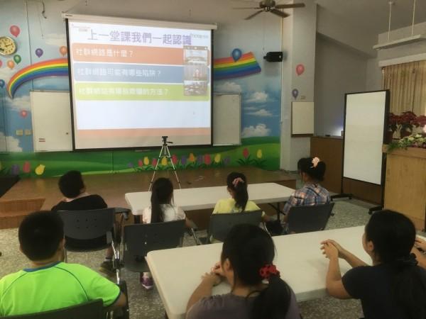遠傳攜手資策會推動小校遠距直播教學。(遠傳電信提供)
