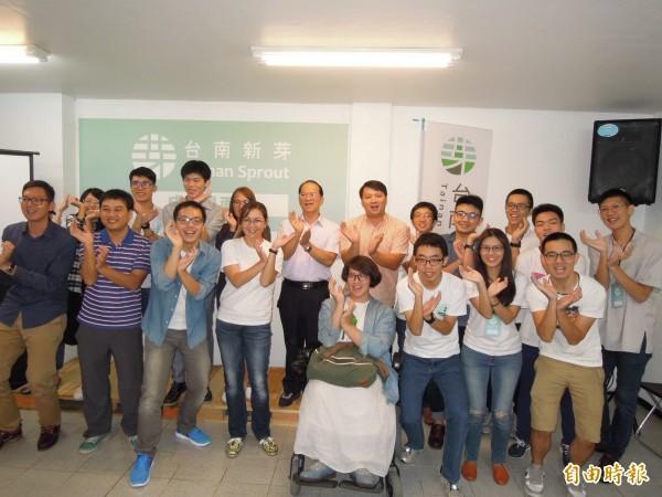 一群在地青年組成的台南新芽協會將參與市、議政,提出青年觀點,讓台南更好。(記者王俊忠攝)