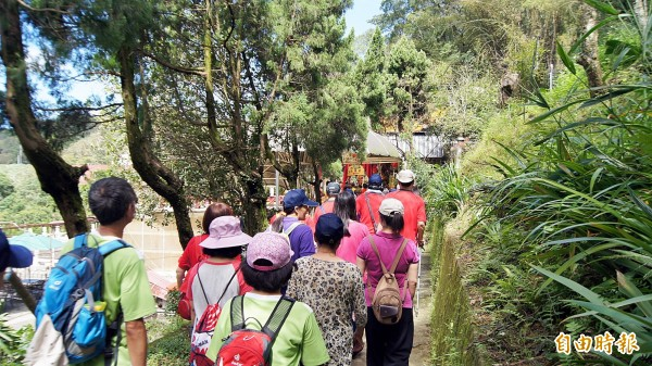 媽祖田文化祭吸引逾500位民眾到場健行,以悠閒的腳步,認識當地豐富的生態、文史之美。(記者張安蕎攝)