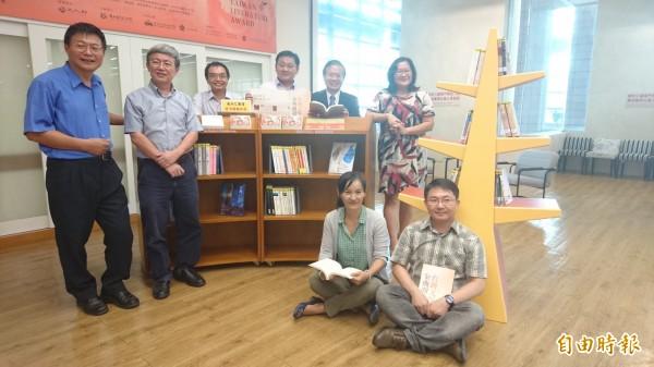 台灣文學館與成大合作,推出金典閱讀計畫及台灣文學主題書展。(記者劉婉君攝)