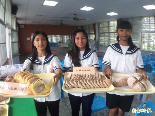 賓茂國中烘焙班以紅藜為材展成果,佳評如潮。(記者陳賢義攝)