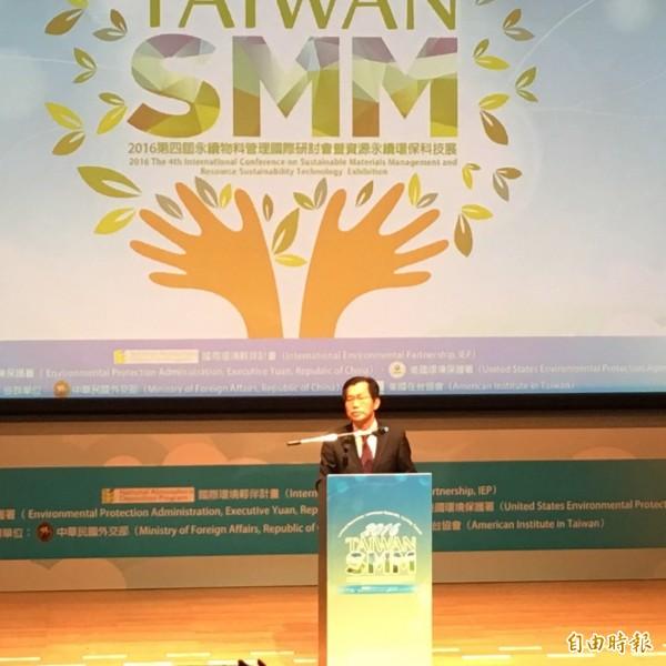 環保署長李應元今日出席「2016第四屆永續物料管理國際研討會暨資源永續環保科技展」。(記者楊綿傑攝)