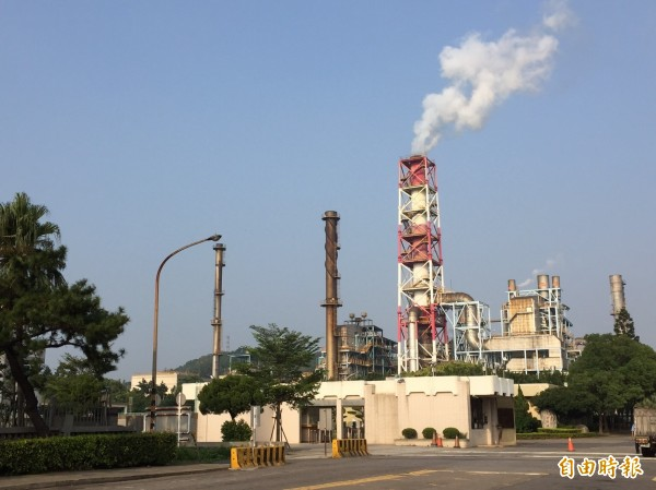 中油桃園煉油廠排放量約占桃園一成左右。(記者謝武雄攝)