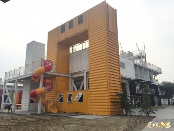 屏東縣青年創業聚落以貨櫃屋打造而成。(記者羅欣貞攝)