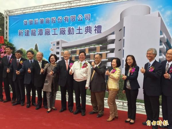 雄獅鉛筆擴大投資擴建龍潭廠,新廠設計帶入綠化概念。(記者李容萍攝)