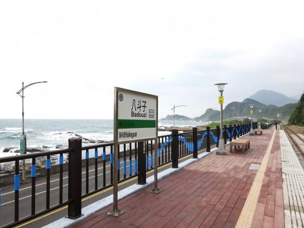 八斗子站以海與浪為意象進行建造(圖:台鐵局提供)