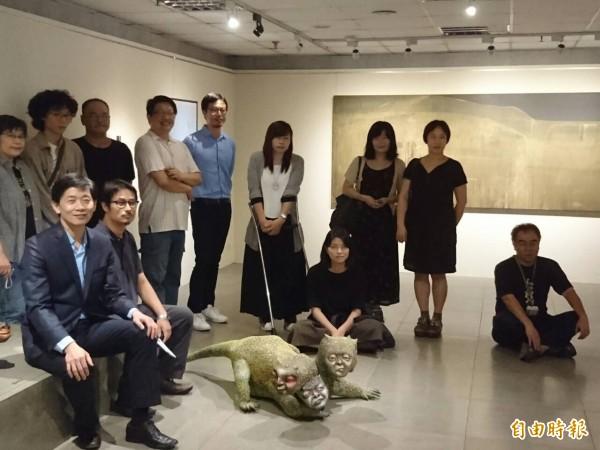 「城內/城外—臺南當代藝術初探」聯展,文化局與策展團隊聯袂宣傳。(記者洪瑞琴攝)