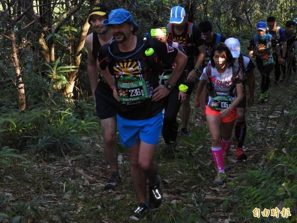 福爾摩沙古道國際越野賽,全程在山徑林道間奔跑,吸引30多個國家愛好越野路跑人士前來挑戰。(記者佟振國攝)