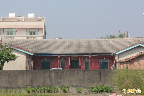 台西村有不少村民願意提供屋頂架設太陽能板發電。(記者陳冠備攝)
