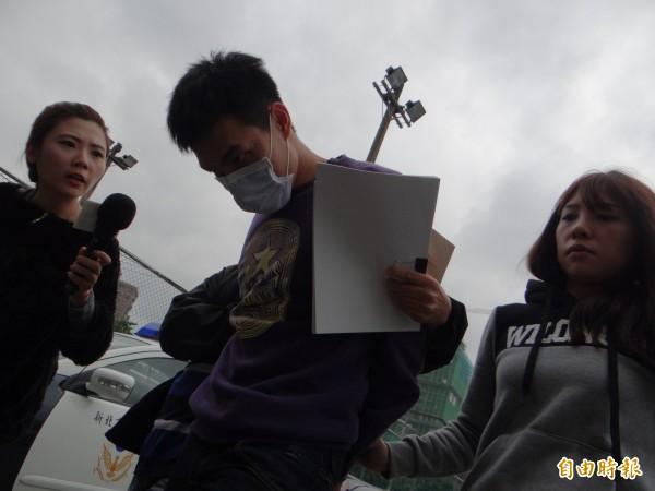 嫌犯蔡志慶眼神凶狠,面對記者不發一語。(記者徐聖倫攝)