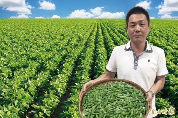 高雄毛豆職人侯兆百創造億元綠金奇蹟,是首位台灣農夫登上富比世。(記者陳文嬋攝)