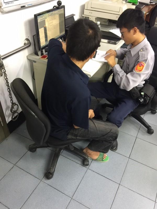 草屯分局逮捕愛偷建築等工程專用器材的林姓慣竊。(草屯分局提供)