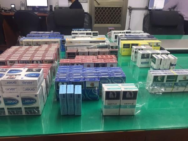 林嫌也偷檳榔攤,得手各式香菸365包。(草屯分局提供)