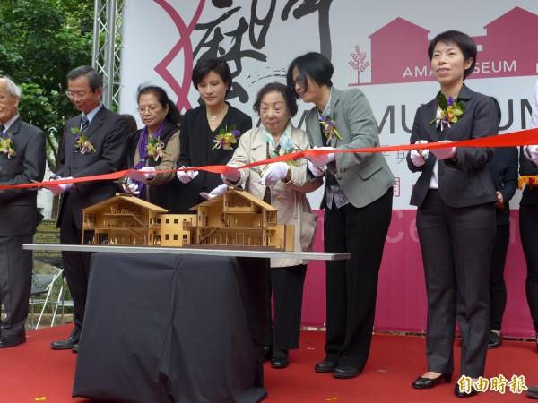 全台灣第一座以「慰安婦」的人權運動館「阿嬤家—和平女性人權館」今在大稻埕開幕。(記者聶瑋齡攝)
