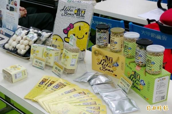 台中市農會推出不同包裝及品種的即食豆系列產品。(記者歐素美攝)