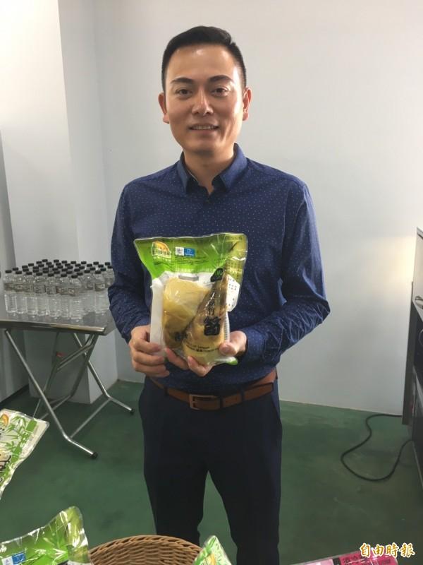雲林青年農民李星辰意識到,只有走向第二級農業加工,才能解決隨著產季價格落差的問題。(記者林彥彤攝)