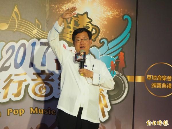桃園市長鄭文燦今天參加活動後受訪表示,桃捷公司考慮未來在機捷A18桃園高鐵站增設預辦登機點。(記者陳昀攝)