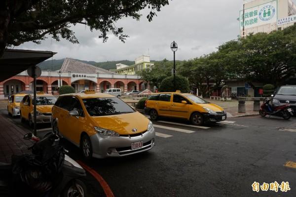 宜蘭縣政府向交通部爭取約1200萬元經費,補助計程車車隊購置30輛無障礙計程車,預計明年7月可營運上路。(記者林敬倫攝)