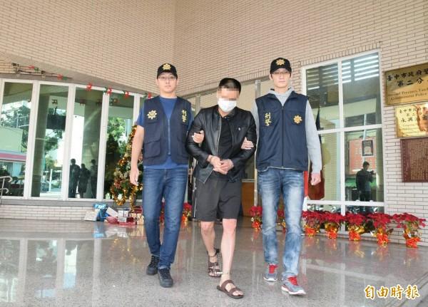 警方今天將陳男依槍砲、毒品罪嫌送辦。(記者許國楨攝)