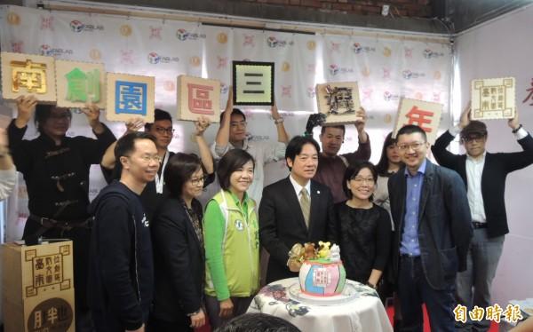 「台南數位文創園區」3周年慶生,市長賴賴清德與青創團隊共同歡樂趴。(記者洪瑞琴攝)(