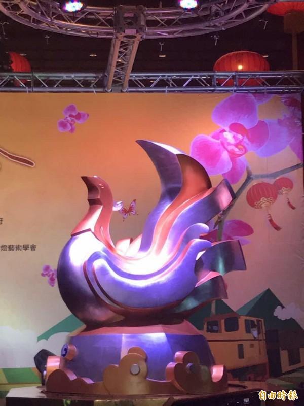 2017台灣燈會雞年主燈「鳳凰來儀」模型。(記者甘芝萁攝)