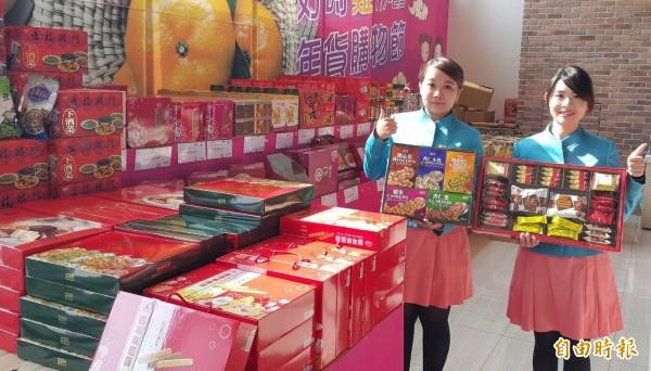 台開風獅爺年貨大街推出各式年節應景禮品。(記者吳正庭攝)