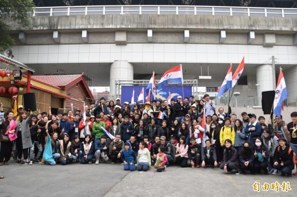12支團隊、近200人前進小琉球,展開8天7夜的拍片之旅。(記者蘇福男攝)