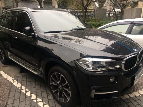 警方查扣BMW X5轎車。(記者邱俊福攝)
