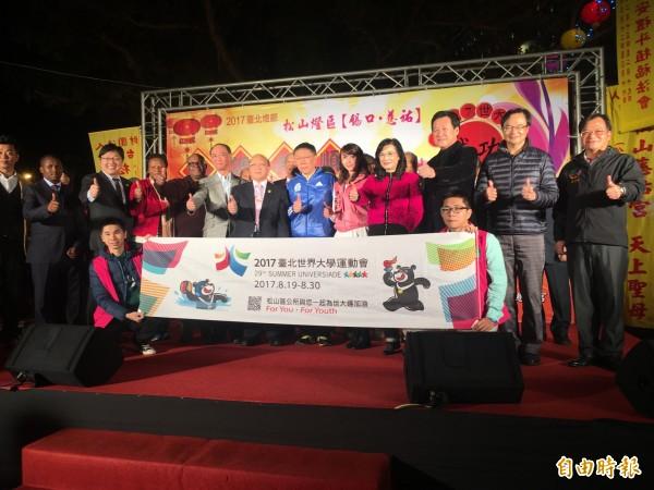 台北市長柯文哲今出席松山區點燈儀式。(記者聶瑋齡攝)