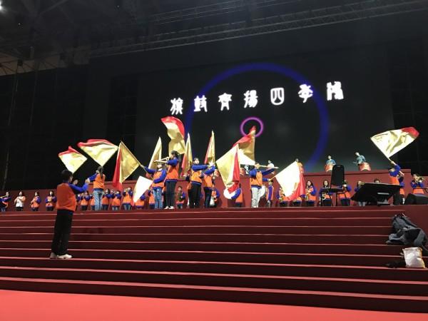 北港國中管樂、大旗隊昨應邀到知名企業尾牙演出,表現極受肯定。(記者陳燦坤翻攝)
