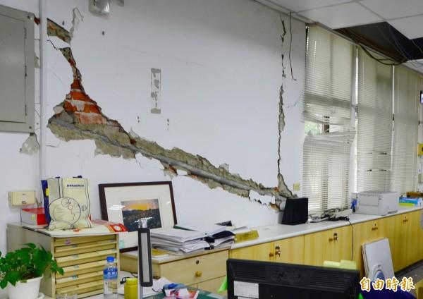 山上區公所當時受到「震傷」,結構毀損嚴重。(記者吳俊鋒攝)