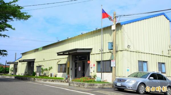 山上區公所暫時移往後方倉庫,等待重建。(記者吳俊鋒攝)